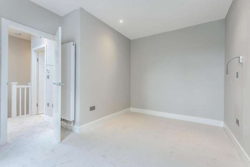 2 Bedrooms Terraced House for sale in Albert Road, South Norwood