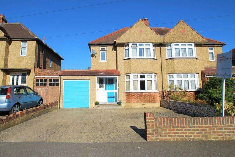 3 Bedrooms Semi Detached House for sale in Selwood Road, Chessington