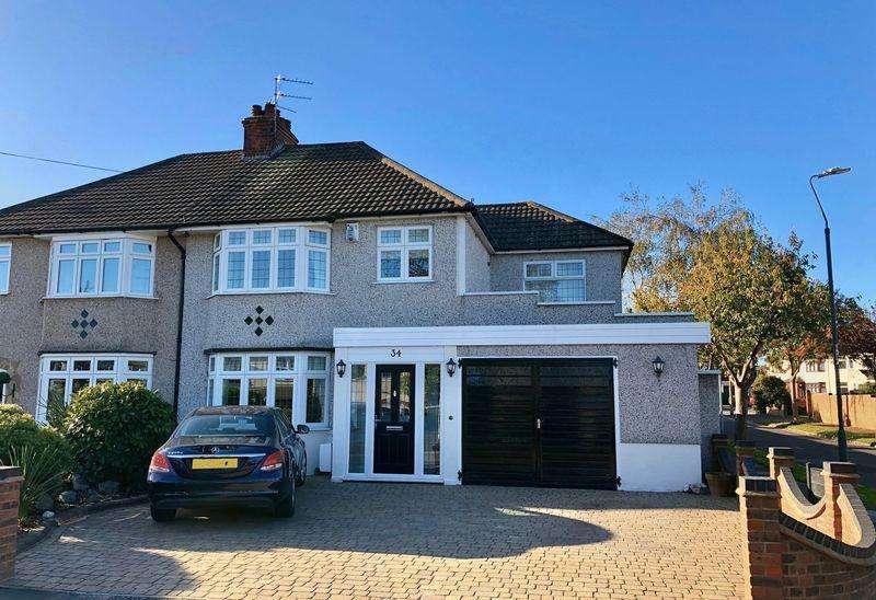 4 Bedrooms Semi Detached House for sale in Lyndhurst Road, Barnehurst
