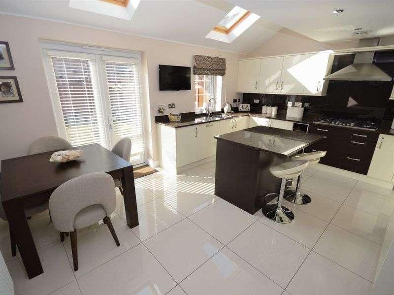 5 Bedrooms Property for sale in Langpen Drive Llanfoist, Abergavenny
