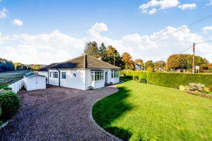 4 Bedrooms Bungalow for sale in Low Road West, Shincliffe, Durham, DH1