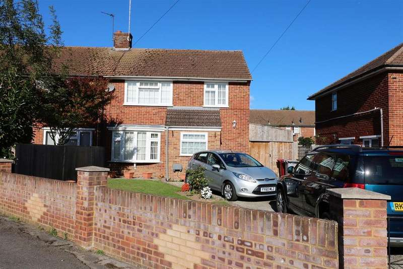 3 Bedrooms Semi Detached House for sale in Garston Close, Reading