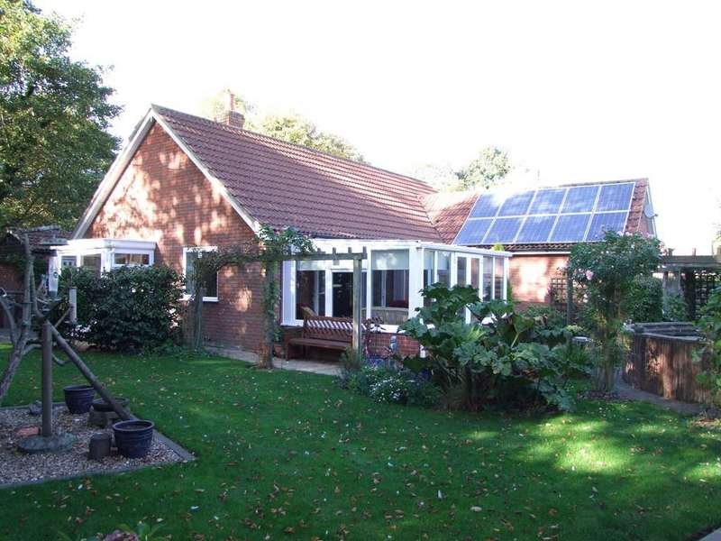 3 Bedrooms Detached Bungalow for sale in Holly Tree Close, Church Road