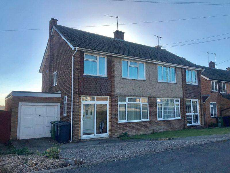 3 Bedrooms Semi Detached House for sale in Hughenden Avenue, High Wycombe