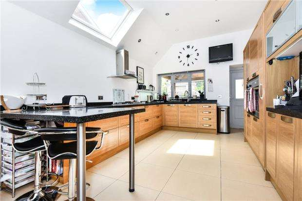 4 Bedrooms Detached House for sale in Lambourne Drive, Maidenhead, Berkshire