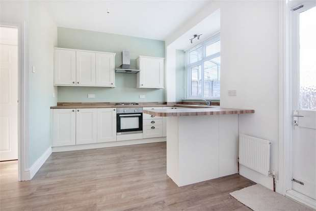 3 Bedrooms Terraced House for sale in Ainslie Wood Road, Chingford, London