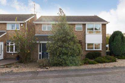 4 Bedrooms Detached House for sale in Swinscoe Way, Chesterfield, Derbyshire