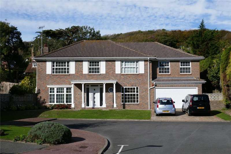 5 Bedrooms Detached House for sale in Lordslaine Close, Meads, Eastbourne, BN20