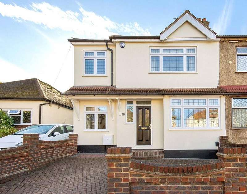 3 Bedrooms Semi Detached House for sale in Bruce Avenue, Hornchurch, RM12