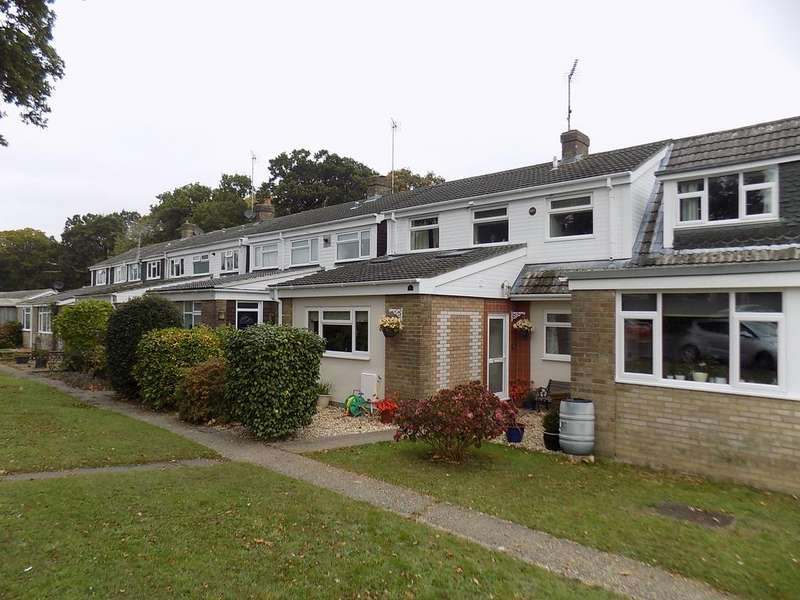 3 Bedrooms Terraced House for sale in Fulmar Drive, Hythe SO45