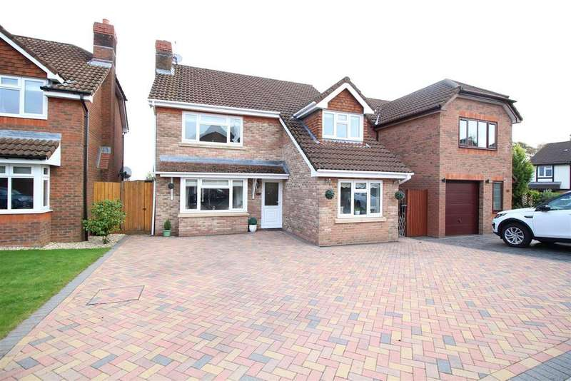4 Bedrooms Detached House for sale in Llangorse Drive, Rogerstone, Newport