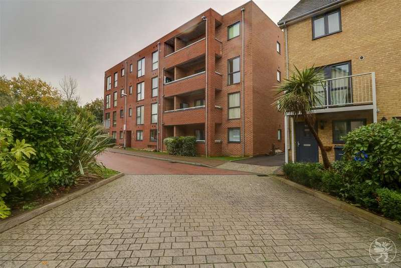 2 Bedrooms Flat for sale in Draper Close, West Thurrock