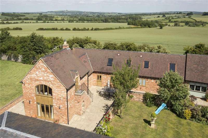 3 Bedrooms Unique Property for sale in Paddle Brook Barns, Moreton-in-Marsh, Gloucestershire, GL56
