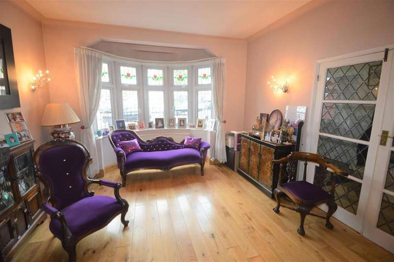 5 Bedrooms Terraced House for sale in Stradbroke Grove, Ilford 500 CASHBACK