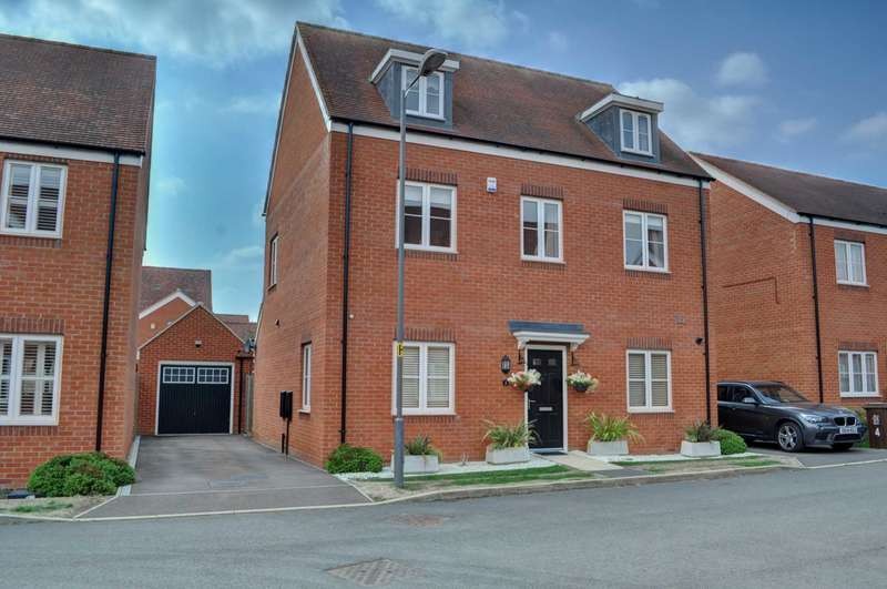 5 Bedrooms Detached House for sale in Perrine Close, Aylesbury