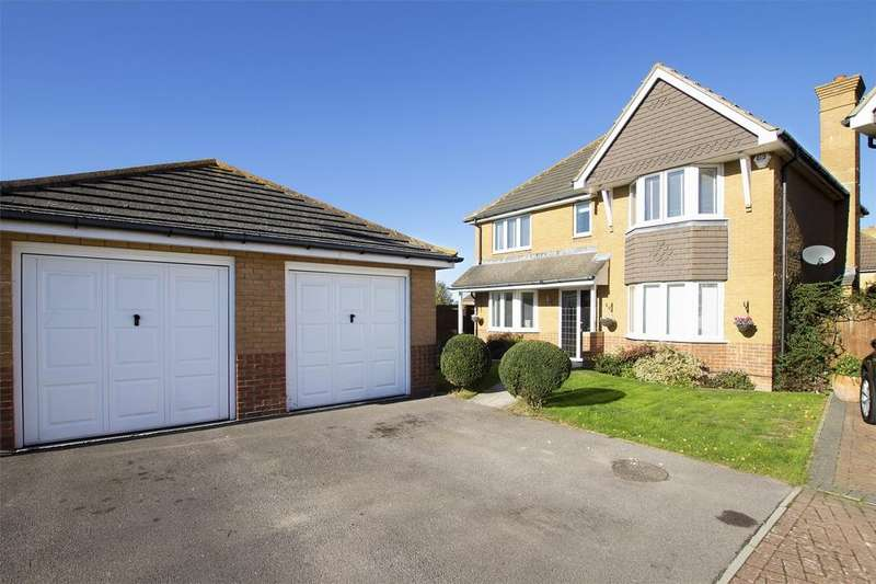 4 Bedrooms Detached House for sale in Longdon Drive, Lee-on-the-Solent, Hampshire