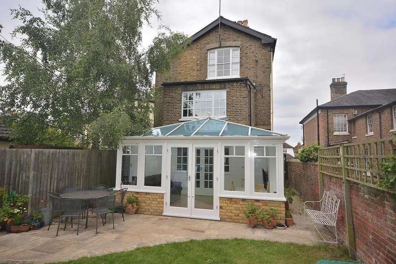 5 Bedrooms Semi Detached House for sale in New London Road, Chelmsford, Essex, CM2