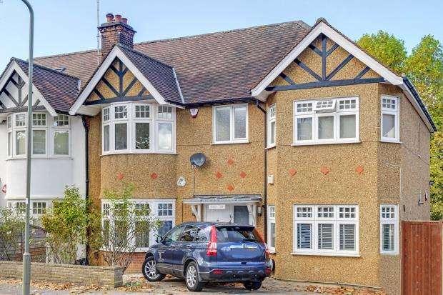 4 Bedrooms Semi Detached House for sale in Lyndhurst Gardens, London, N3