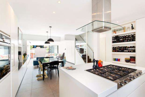 3 Bedrooms Terraced House for sale in Hampstead Lane, Highgate Village, London, N6