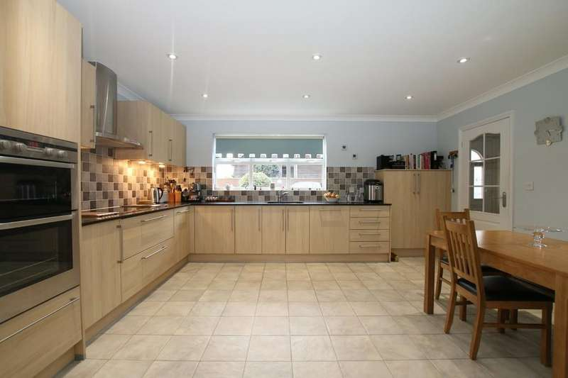 4 Bedrooms Detached House for sale in Willow Drive, Manea, March