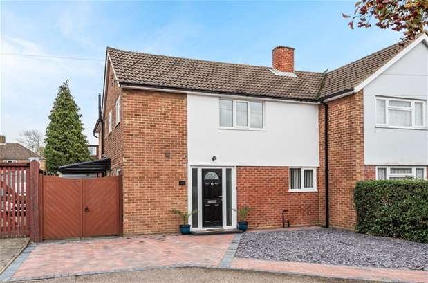 4 Bedrooms Semi Detached House for sale in Fulmar Road, Bedford