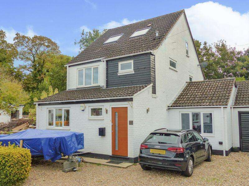 4 Bedrooms Detached House for sale in Temple Lane, Marlow