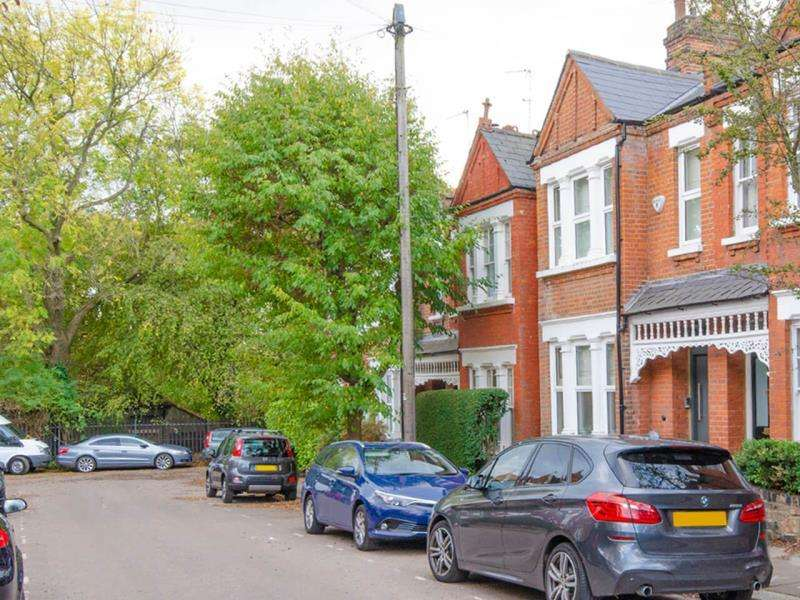 4 Bedrooms Terraced House for sale in Park Hall Road, N2