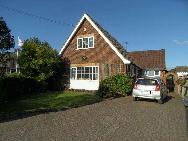 3 Bedrooms Detached House for sale in BOOKER COMMON, HIGH WYCOMBE - three bedroom detached chalet bungalow