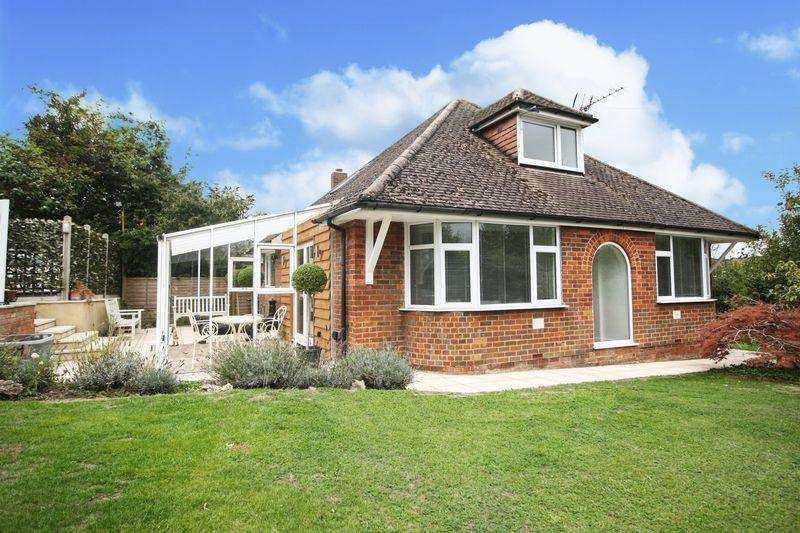2 Bedrooms Detached Bungalow for sale in Loudwater