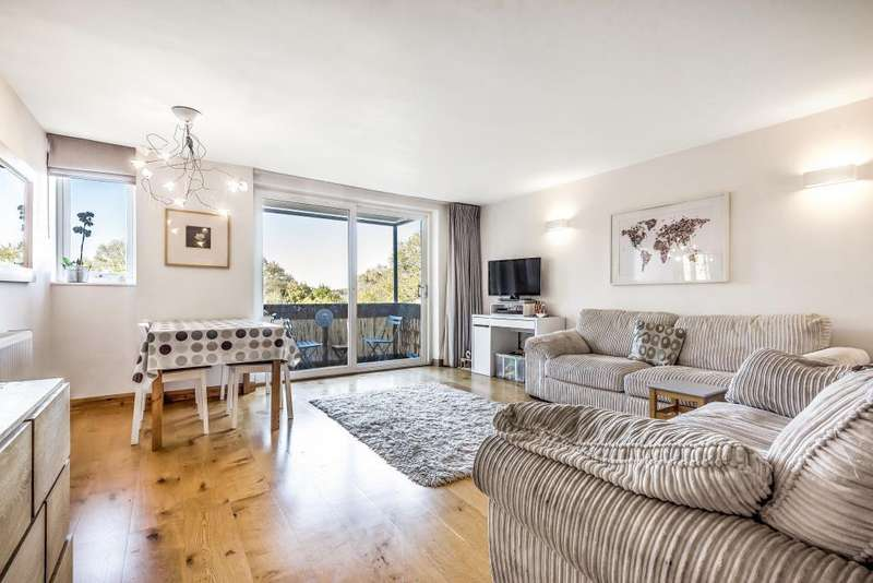 2 Bedrooms Flat for sale in The Willows, High Road, London, N20