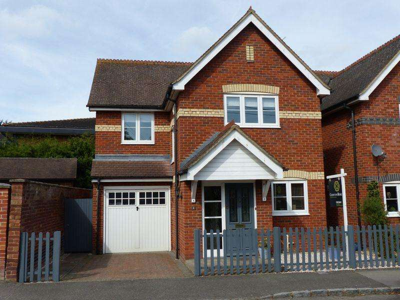 3 Bedrooms Detached House for sale in Wooburn Green
