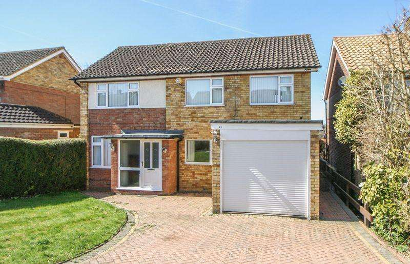 4 Bedrooms Detached House for sale in Carver Hill Road, High Wycombe