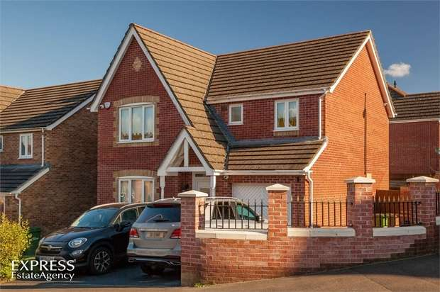 4 Bedrooms Detached House for sale in Burnet Drive, Pontllanfraith, Blackwood, Caerphilly
