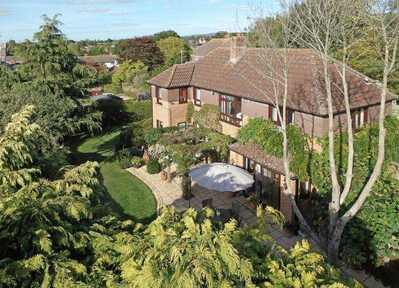 4 Bedrooms Detached House for sale in Whimple Nr Exeter