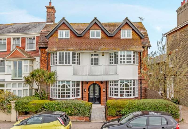 7 Bedrooms Town House for sale in Godyll Road