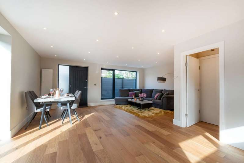 3 Bedrooms House for sale in Albert Road, South Kenton, SE25