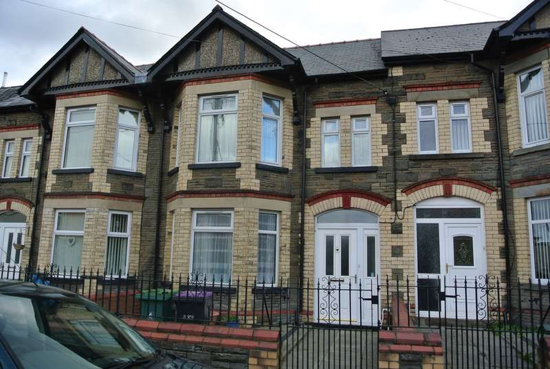 3 Bedrooms Terraced House for sale in Wern Terrace, Pontypool, NP4