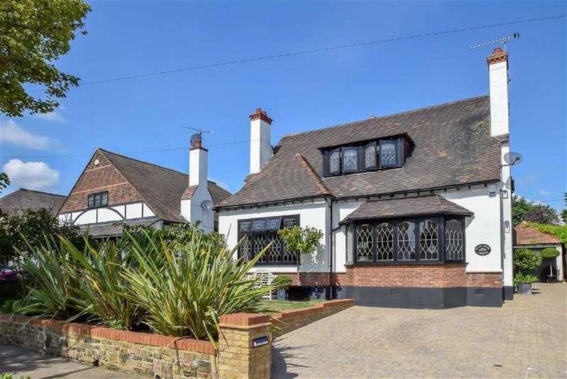 3 Bedrooms Detached House for sale in Esplanade Gardens, Westcliff-on-sea, Essex