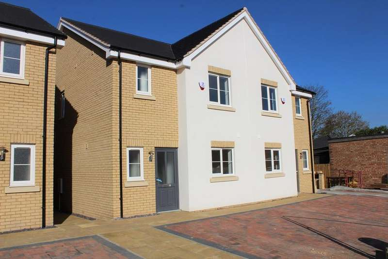 3 Bedrooms Semi Detached House for sale in Potton Road, Biggleswade, Bedforshire, SG18