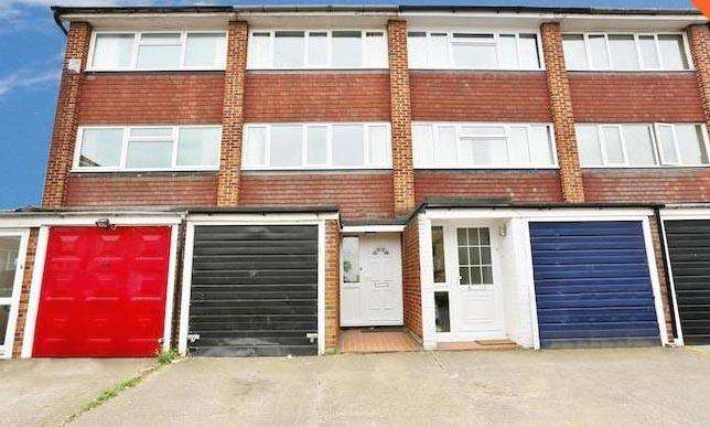3 Bedrooms Town House for sale in Milton Rad, Swanscombe DA10