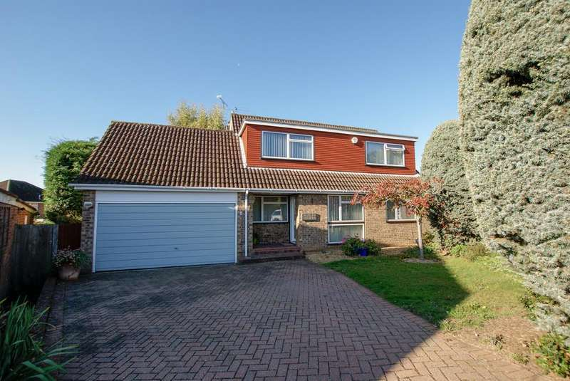 4 Bedrooms Detached House for sale in Whinchat Close, Hartley Wintney