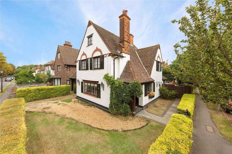 4 Bedrooms Detached House for sale in Parkway, Gidea Park, RM2