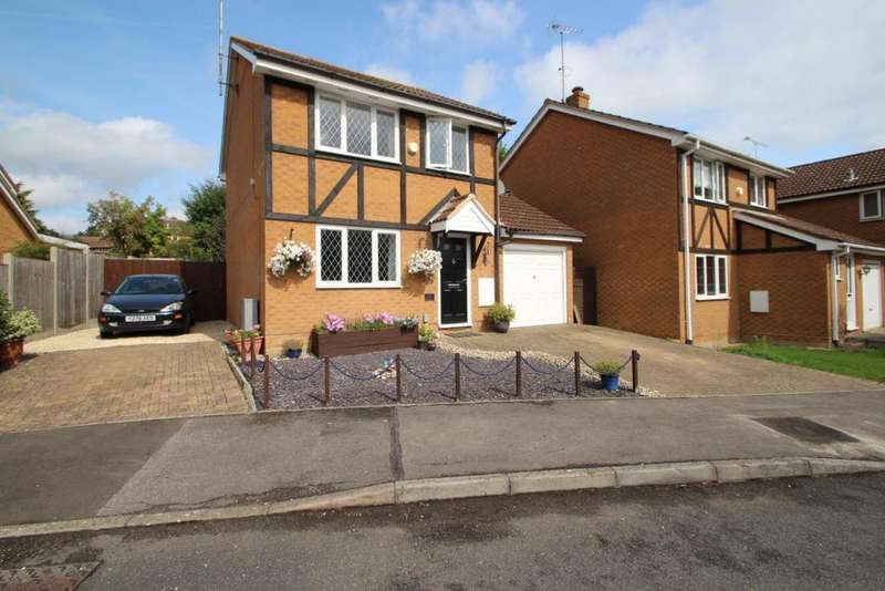 3 Bedrooms Detached House for sale in Arkwright Drive, Bracknell, RG42