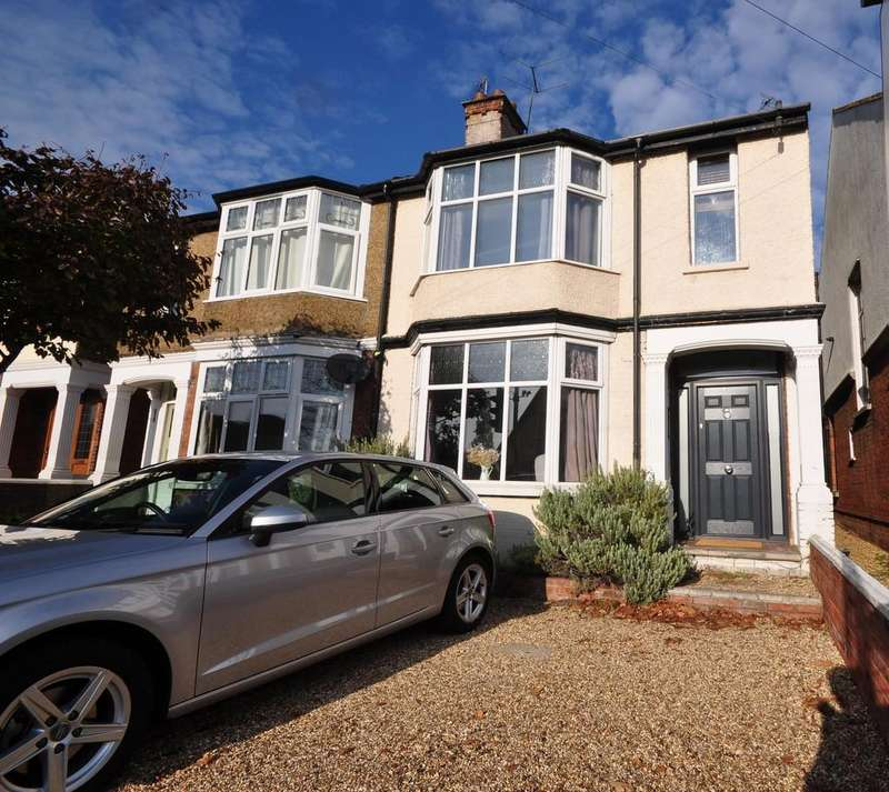 3 Bedrooms Semi Detached House for sale in Drury Road, Colchester, CO2 7UZ