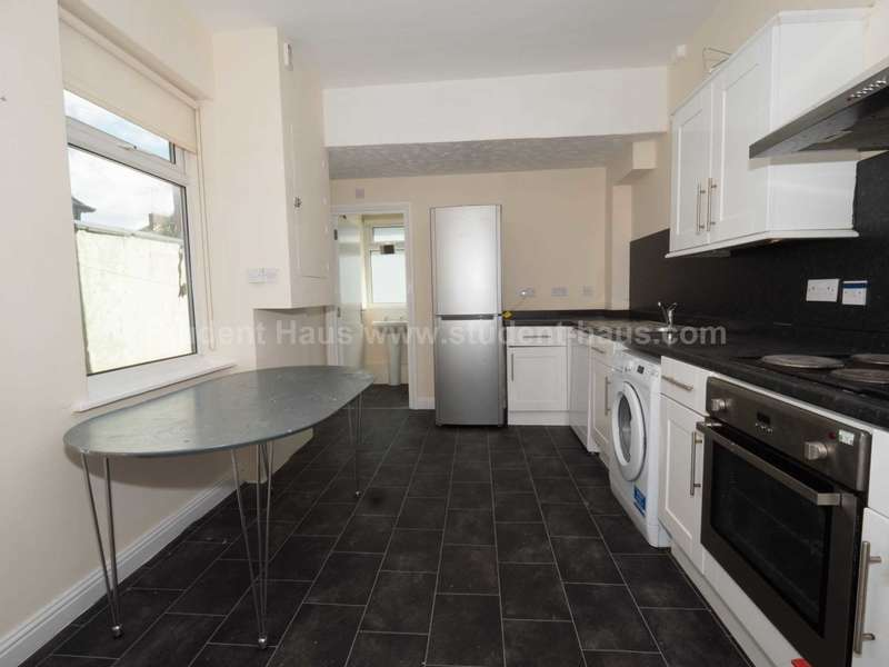 5 Bedrooms House for rent in Seedley Park Road, Salford, M6 5NX