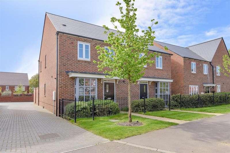 3 Bedrooms Semi Detached House for sale in William Heelas Way, Wokingham, Berkshire RG40 1GL