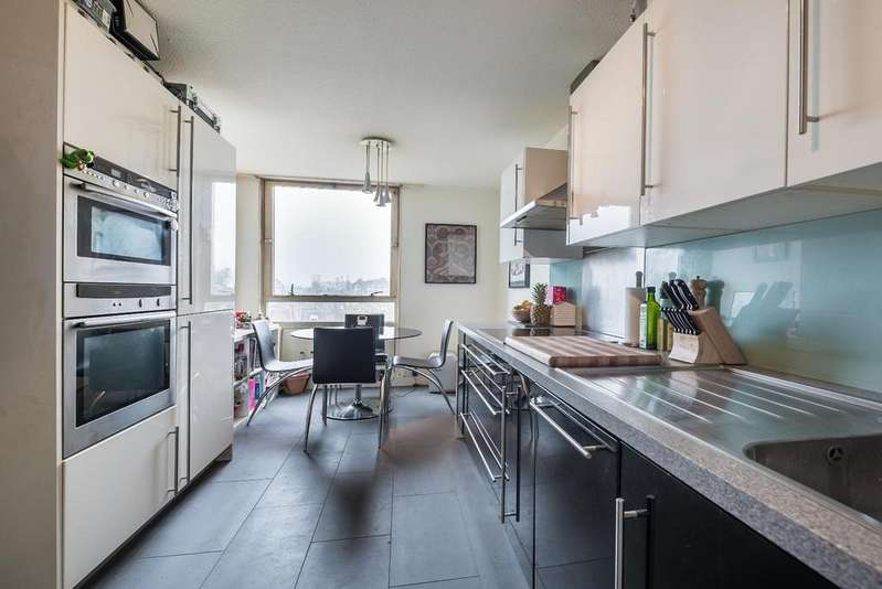 2 Bedrooms Flat for sale in EAGLE HEIGHTS, SW11