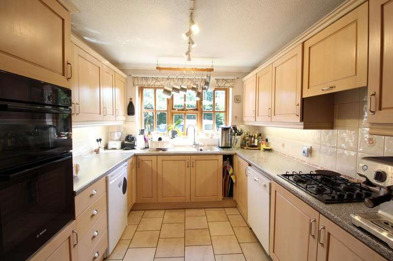 3 Bedrooms Detached House for sale in Church Road, Flixton, NR35
