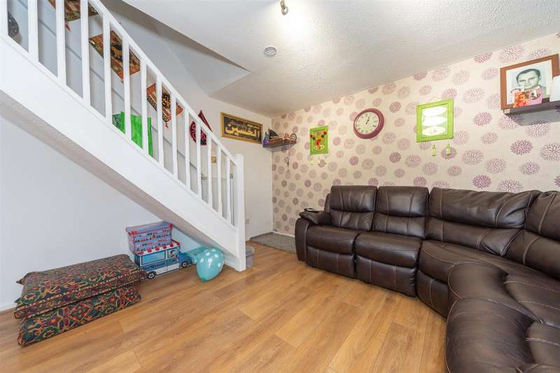 2 Bedrooms Terraced House for sale in Milton Way, Houghton Regis, Dunstable