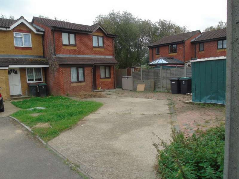 4 Bedrooms Semi Detached House for sale in Bream Close, Tottenham, London N17